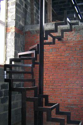 лестница из металла и дерева в тюмени