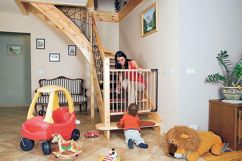 Перегородка на лестницу от детей своими руками