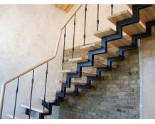 Металлический каркас лестницы на двойном косоуре