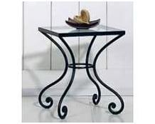 Кованый столик на изогнутых ножках