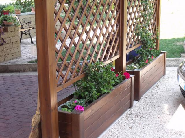 деревянные клумбы для цветов фото