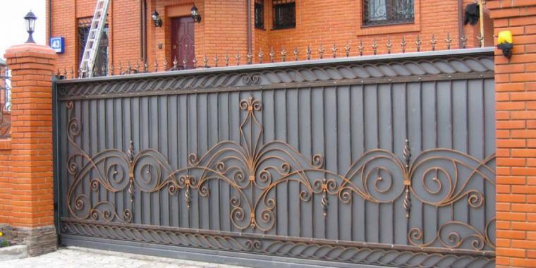 Преимущества кованых въездных ворот