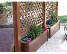 Деревянная клумба и изгородь для цветов