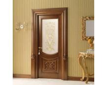 Деревянная дверь со вставкой из стекла