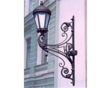 Кованый фонарь с креплением к стене