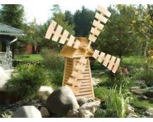 Деревянная мельница для сада