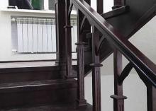 Маршевая лестница из массива дерева