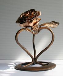 Кованое сердце с розой