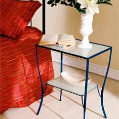 Прикроватный кованый столик со стеклянной столешницей