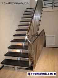 Металлический каркас лестницы с разворотом