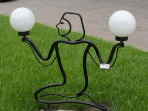 Кованая скульптура с фонарями