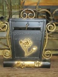 Кованый почтовый ящик с цветками
